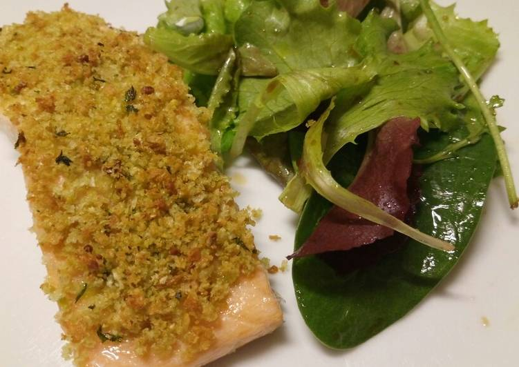 Salmon with garlic, parsley and pistachio crust