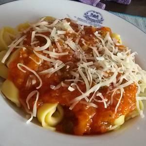 Tortellinis/Agnolotis con salsa de tomate de verduras y especias!! Facilísimo y riquísimooo