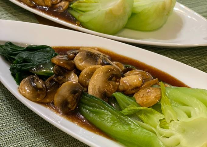 Bok choy with oyster sauce and mushrooms