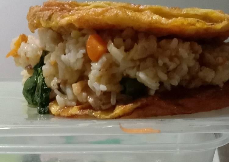 Nasi goreng omellete sayur
