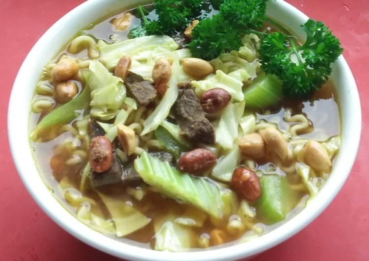Recipe of Super Quick Homemade Chicken Soto with Ramen Noodle& Peanuts ���🥜🥒🥕🌶