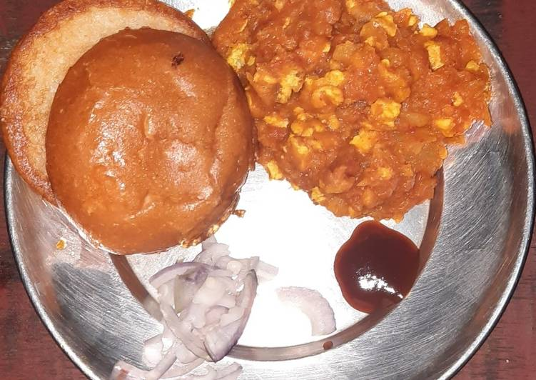 Pav bhaji with egg bhuna masala