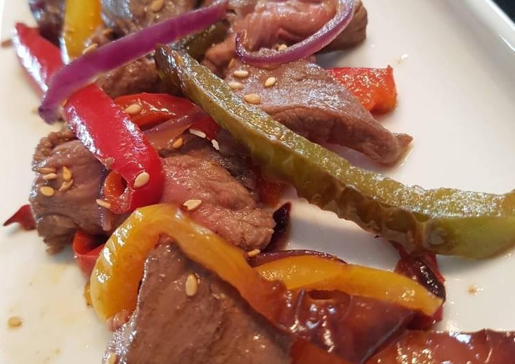 Sauté de bœuf aux poivrons et sésame