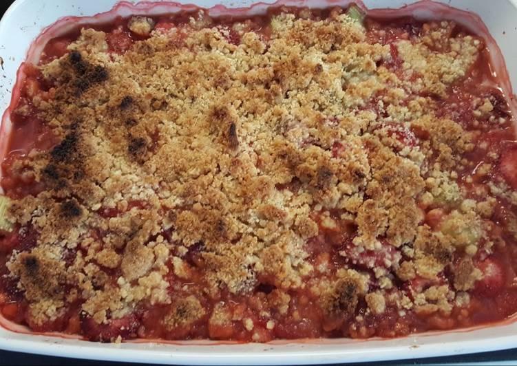 Strawberry Rhubarb Crumble