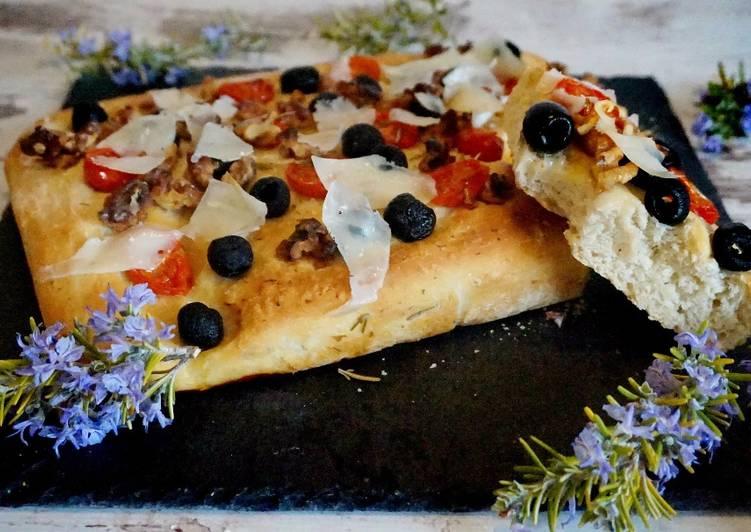 Focaccia o pan italiano a la mediterránea
