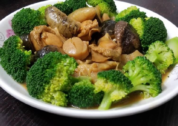 Chinese abalone sea cucumber mushroom stew 鮑魚花膠海參江瑤柱煲