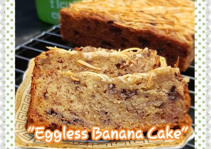 Eggless banana cake