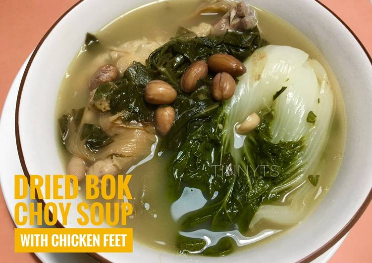 Dried bok choy soup with chicken feet