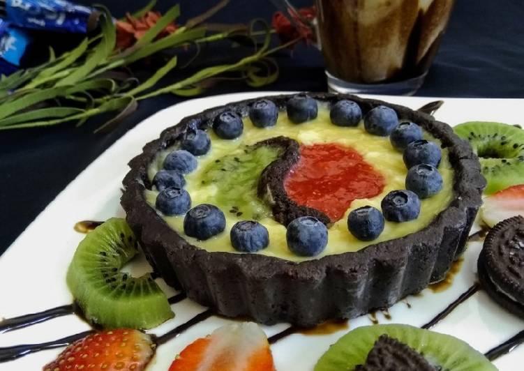 Simple Way to Prepare Super Quick Homemade Oreo chocolate tart with fruit puree