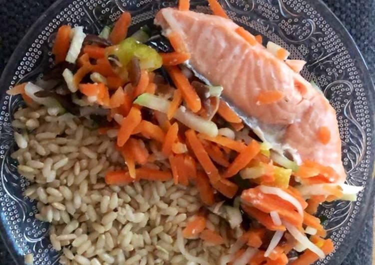 Recette Appétissante Filet de saumon et son nid de légumes