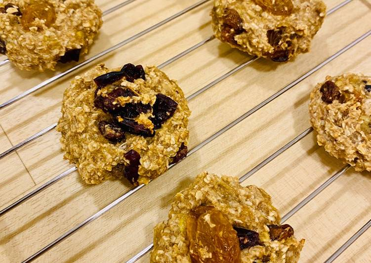 Steps to Prepare Speedy 3 Ingredients – Soft and Chewy Oatmeal breakfast cookies