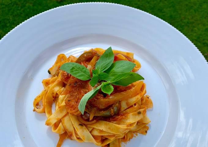 Tagliatelle with prawns in tomato sauce