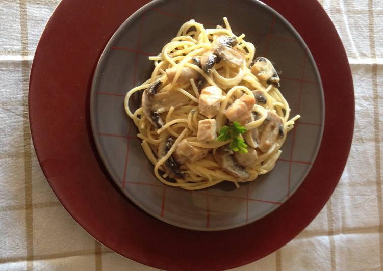 Spaghetti au Poulet et Champignons frais, sauce au Roquefort
