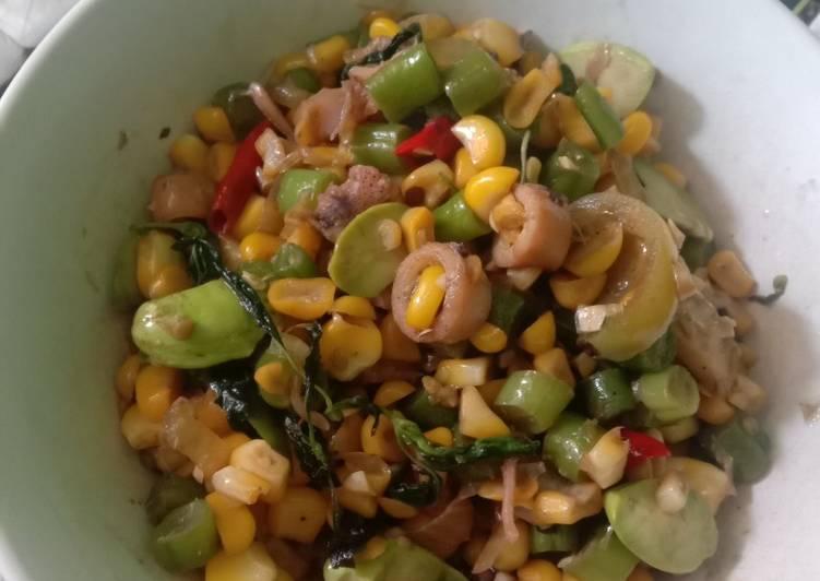 Cara membuat: Oseng jagung manis,cumi asin dn petai
