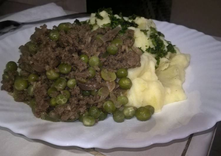 Mashed potatoes with minced meat and green peas stew, Heart Friendly Foods You Should Eat