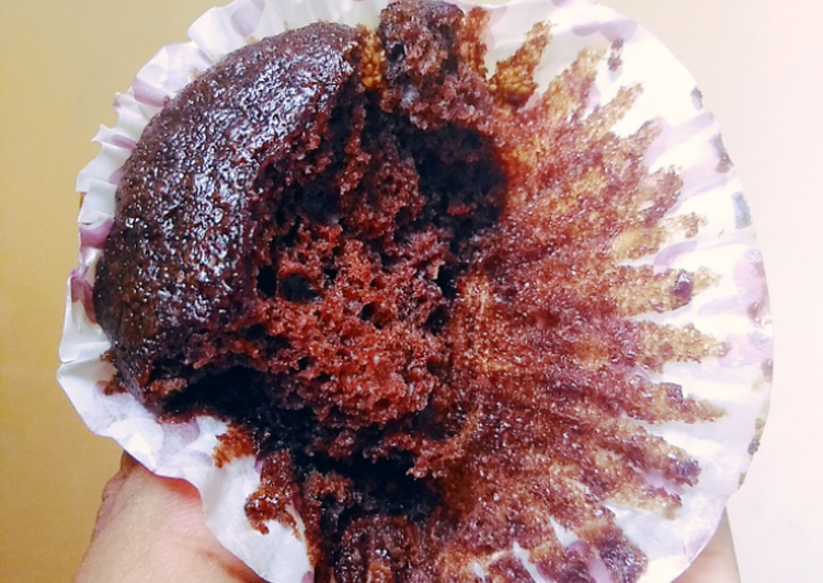 Moist oil based chocolate cake