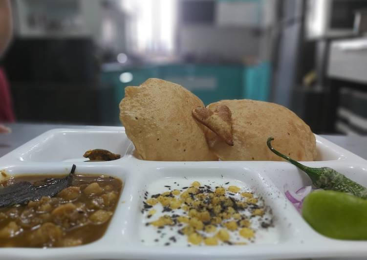 Information on How to Improve Your Mood with Food Puri Chole Meal