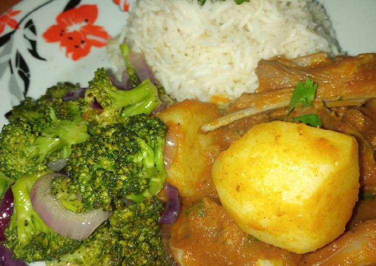 Mutton curry with broccoli