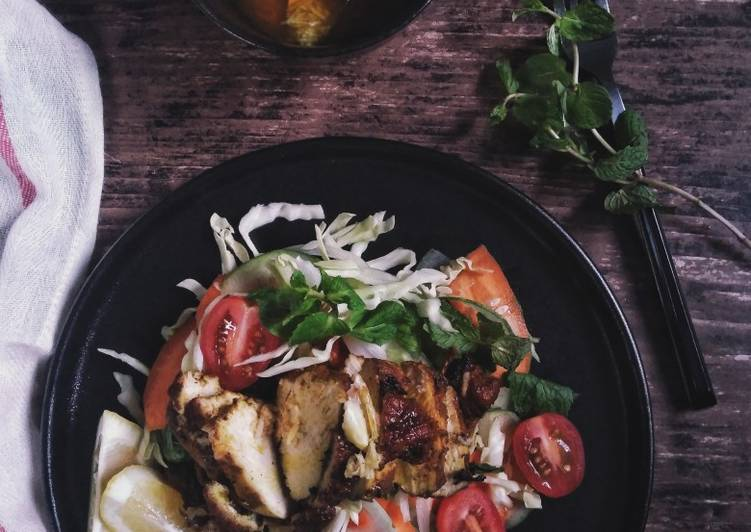 Salad With Chiken Herb Grill