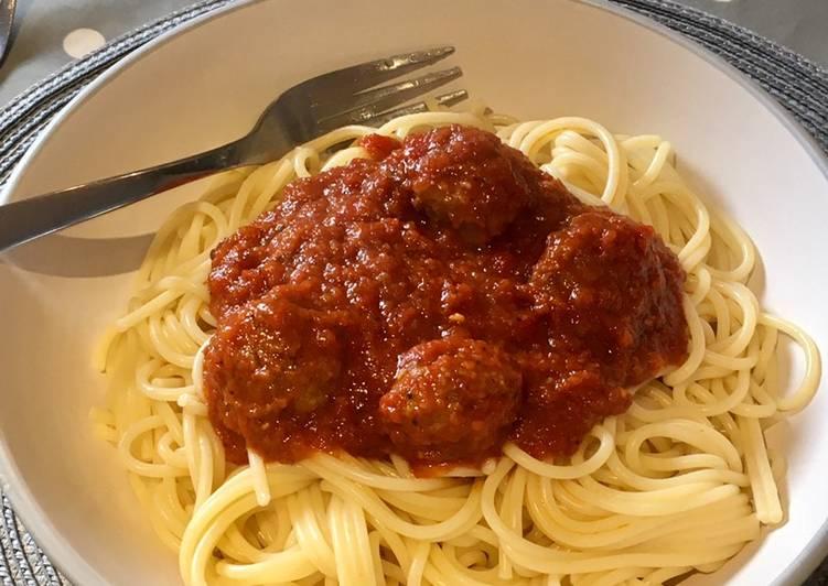 Saturday Spaghetti & Meatballs 🍝