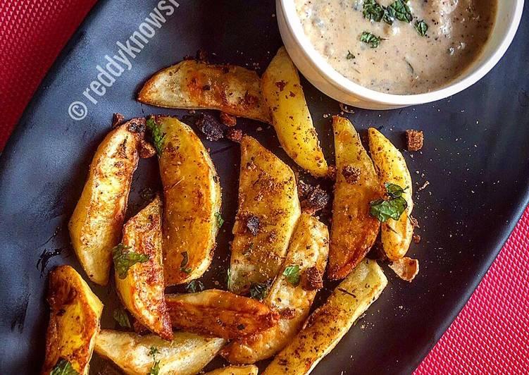 Recipe of Award-winning Baked Spiced potato wedges with garlic Bechamel sauce