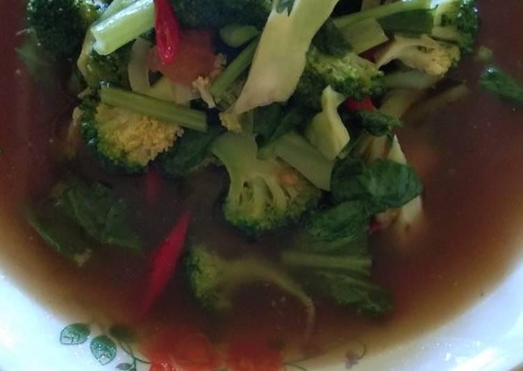 Sayur cacah brokoli dan sawi kuah saus tiram