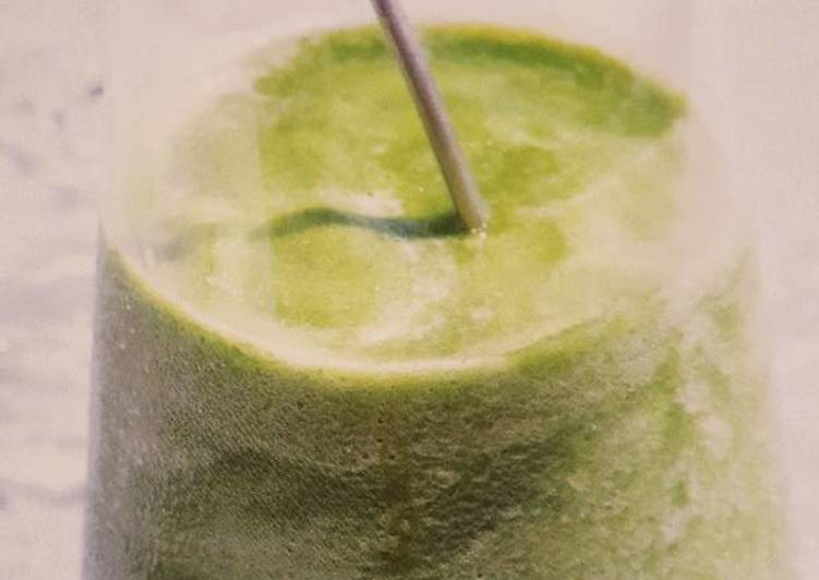 Avocado, Cucumber + Lime smoothie (Vitamix)