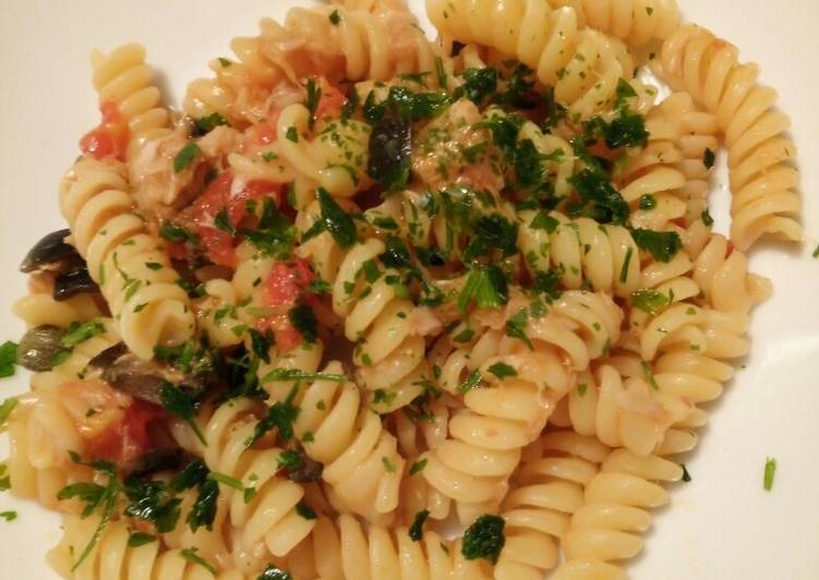 Simple Way to Prepare Perfect Pasta with tuna and fresh tomatoes