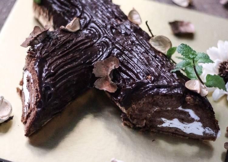 Yule Log Cake a.k.a Buche De Noel
