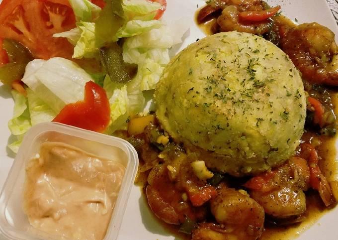 Mofongo con camarones en salsa criolla (Creole style Mofongo and Shrimp)