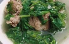 Canh xương nấu rau cải