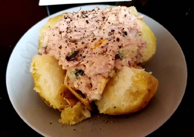 My Tuna Cheesy salad jacket Potato 😍