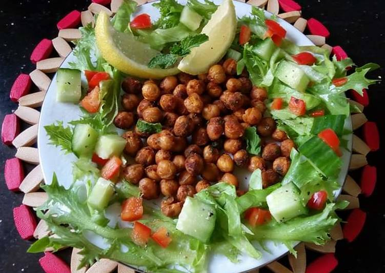 Crunchy Spiced Chickpea Salad #themechallenge