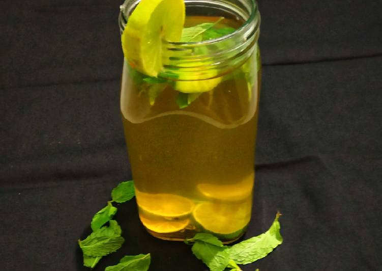 Green Tea Detox Water