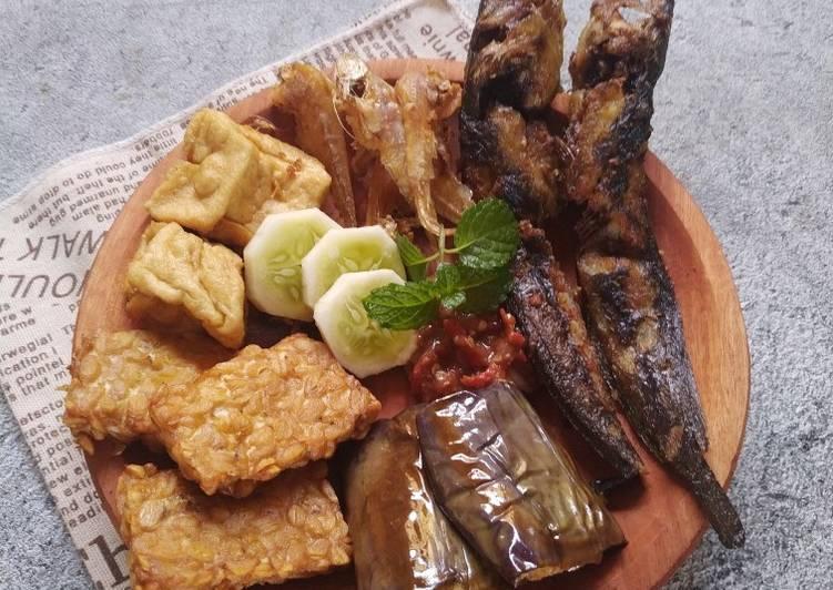 Penyetan Lele,Tahu,Tempe,Ikan Asin