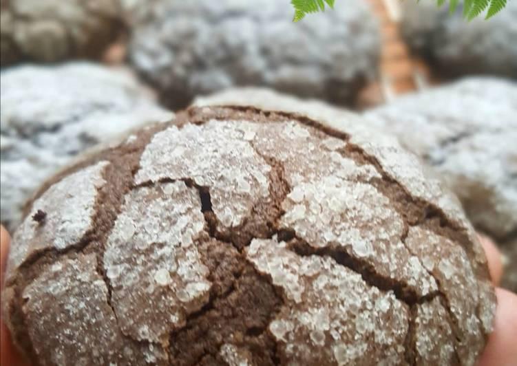Chocolate Crinkle Cookies - cookandrecipe.com