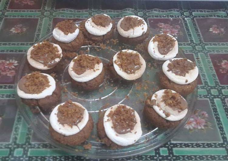 S'mores Cookie Cupcakes