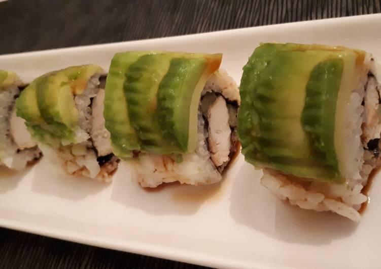 Sushi uramaki de pollo teriyaki