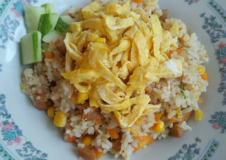 Nasi goreng sosis sayur untuk anak