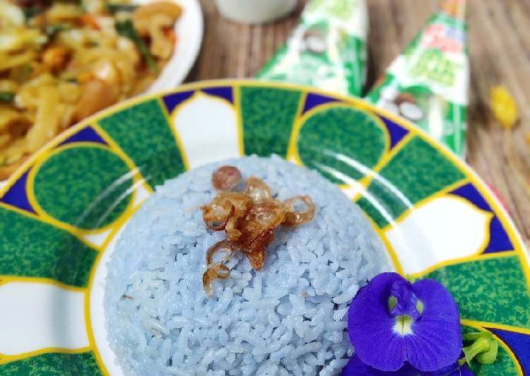 Nasi Uduk Bunga Telang Magic Com Simple