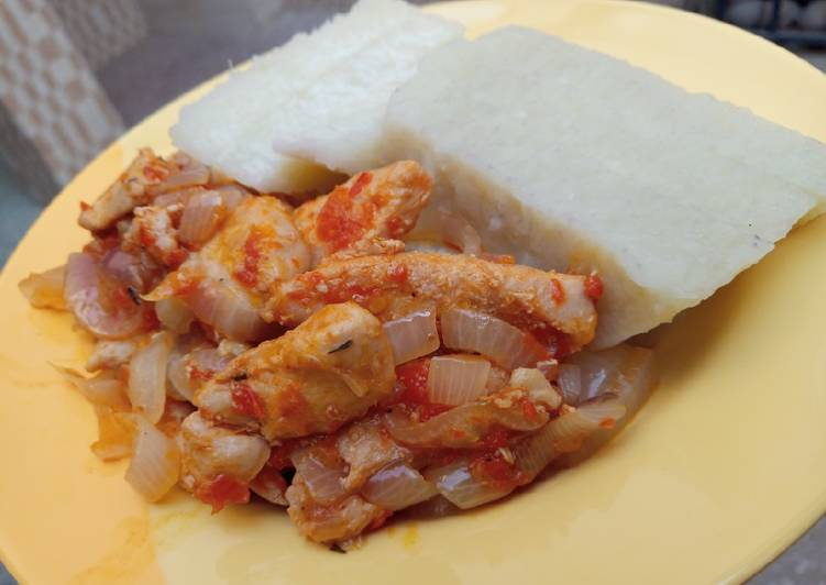 Boiled yam with shredded chicken sauce