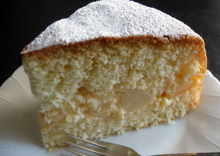 Fat-Free Sponge Cake With Custard and Pear