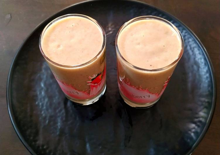 Steps to Make Homemade Mixed Fruits and Nuts Smoothie