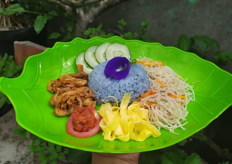 Nasi Uduk Biru Bunga Telang