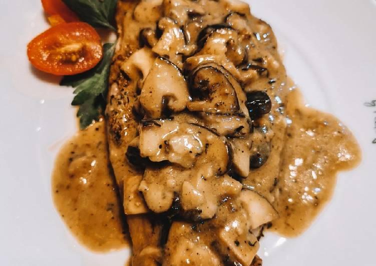 🇺🇸 Beef Steak With Creamy Mushrooms Sauce