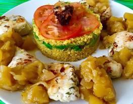 Pollo con chutney de manzana y quinoa