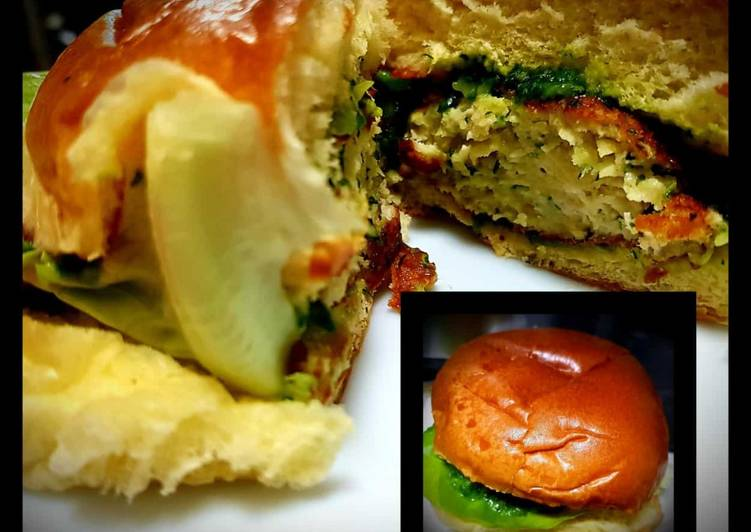 Step-by-Step Guide to Make Ultimate Chicken Burger with Creamy Spinach Sauce