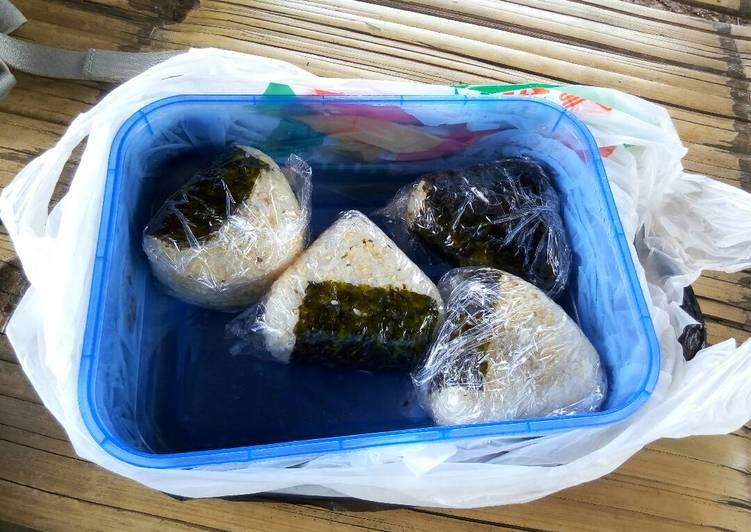 Homemade Onigiri (Nasi Kepal Jepang)