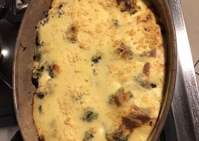 Gratin de brocolis aux noisettes et crème béchamel au parmesan