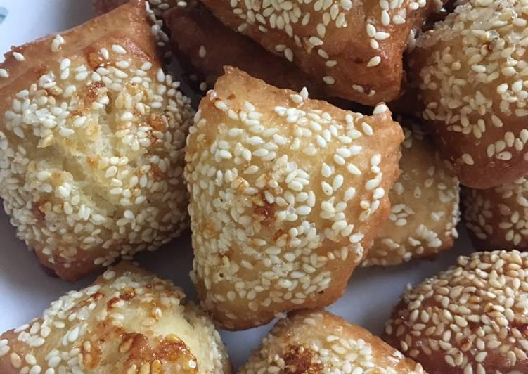 Gembukan / roti goreng wijen